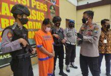 Polisi amankan pria yang sebar foto bugil pacarnya (Foto: Suparno)