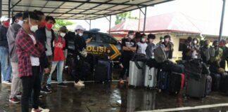 Puluhan Tenaga Kerja Indonesia (TKI) ilegal ditangkap Polres Bintan di Pelabuhan Gentong Tanjunguban Kabupaten Bintan