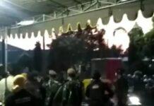 Massa lempari petugas penyekatan Suramadu dengan petasan (Foto: Tangkapan Layar)