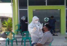 Foto seorang petugas kurban Idul Adha sedang menjalani tes antigen di Puskesmas Seijang, Kecamatan Bukit Bestari, Kota Tanjungpinang