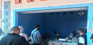 Foto calon penumpang sedang menunggu hasil rapid test antigen di Pelabuhan Roro ASDP Tanjunguban Bintan, Rabu (21/7/2021)