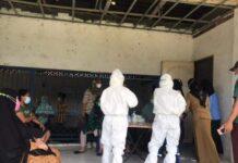Foto Warga menjalani pemeriksaan Tes Antigen massal di perumahan Buana Raya, Sungai Langkai, Sagulung, Senin(26/7/21)