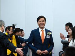 Lei Jun, ketua dan kepala eksekutif Xiaomi Corp., di Bursa Efek Hong Kong pada Juli 2018.( FOTO: ANTHONY KWAN/BLOOMBERG NEWS)