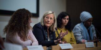 Dr Ann Lindstrand (tengah), Kepala Unit Program Esensial Imunisasi WHO, mengritik penerapan vaksin berbayar di Indonesia. (Foto dari news.ki.se)