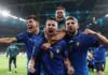 Jorginho dan rekan-rekannya merayakan kemenangan adu penalti (4-2) atas Spanyol pada semi final EURO 2020. (UEFA.com)
