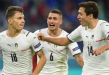Federico Chiesa (kanan) dan Marco Verratti (belakang) merayakan gol pertama Italia yang dicetak Nicolo Barella (kiri) ke gawang Belgia pada perempat final EURO 2020 di Fussball Arena, Munich, Jerman, Sabtu (3/7/2021). (POOL/AFP via UEFA.com)