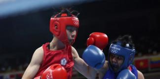 Yu-Ting Lin dari China Taipei (merah) dan Nesthy Petecio dari Filipina bertarung dalam pertandingan babak penyisihan 16 besar bulu putri (54-57kg) putri mereka selama Olimpiade Tokyo 2020 di Kokugikan Arena di Tokyo pada 26 Juli 2021. ( Foto oleh Buda Mendes / POOL / AFP via sports.inquirer)