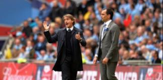 Roberto Mancini (kiri) dan Roberto Martinez saat final Piala FA 2012/2013 antara Manchester City vs Wigan Athletic di Stadion Wembley, London, pada 11 Mei 2013. Kala itu tim Wigan-nya Roberto Martinez keluar sebagai juara setelah mengalahkan Man City 1-0 lewat gol tunggal Ben Watson. Setelah itu Mancini dipecat City, sementara Martinez pindah ke Everton setelah timnya terdegradasi dari Liga Premier Inggris.