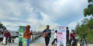 Event Organizer Lakse Kuah saat menggelar live music penggalangan dana untuk pengobatan balita Asyifa Martadinata di Coastal Area Karimun, Sabtu (10/7/2021). Foto Suryakepri.com/IST