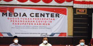 Bupati Karimun Aunur Rafiq didampingi Wakil Bupati Anwar Hasyim dan Sekda M Firmansyah memimpin rakor percepatan penanganan Covid-19 di Gedung Nasional, Selasa (20/7/2021). Foto Suryakepri.com/IST