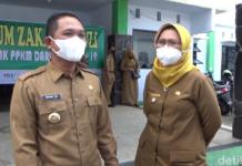 Foto Bupati Lumajang Thoriqul Haq bersama wakilnya Indah Amperawati/Foto: Nur Hadi Wicaksono/detikcom