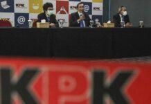 Foto Ketua Dewan Pengawas KPK Tumpak H Panggabean (tengah) memberikan keterangan usai sidang putusan Majelis Etik Dewas KPK di Gedung Pusat Edukasi Antikorupsi KPK. (ANTARA FOTO/ASPRILLA DWI ADHA)