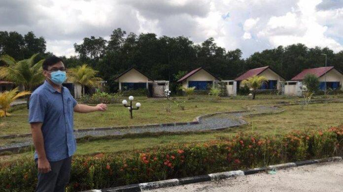Foto Manajer Hotel Kunang-Kunang Kecamatan Gunung Kijang, Renaldi menunjukkan kamar hotel yang akan digunakan pasien Covid-19.
