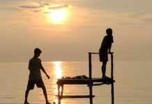 Foto Pantai Sunset di Kampung Pane, Desa Sungai Buluh, Kecamatan Singkep Barat, Kabupaten Lingga, Provinsi Kepri di tutup sementara