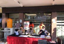 Polres Metro Jaksel saat merilis penangkapan pelaku pembuat hasil PCR palsu pada Selasa (27/7/2021). (RRI/Deni Muhtarudin).
