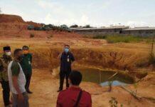 Foto Komisi III DPRD Batam saat sidak di lokasi kejadian tewasnya dua pelajar di kolam kawasan Batu Besar Nongsa, Senin (19/7/2021).