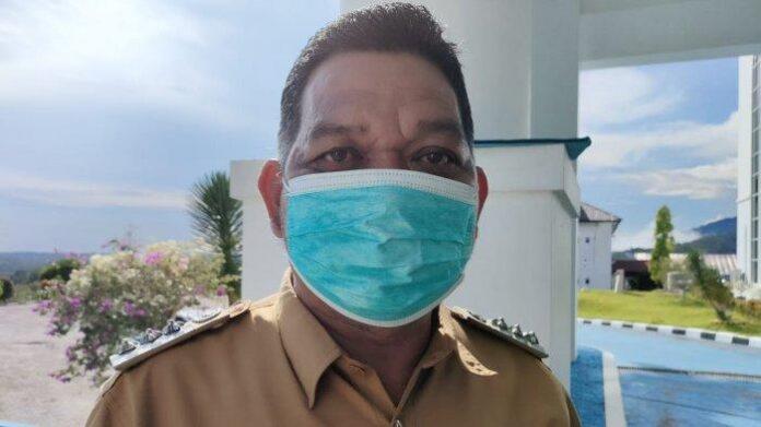 Foto Camat Pulau Tiga, Kabupaten Natuna, Provinsi Kepri, Sudirman, Senin (26/4/2021).