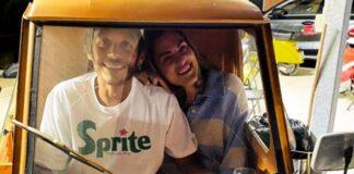 Valentino Rossi dan Francesca Sofia Novello naik Ape 50 Foto: Instagram @valeyellow46