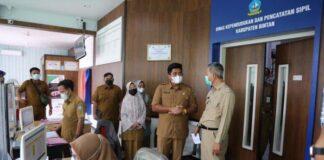 Foto Wakil Bupati Bintan, Roby Kurniawan mengunjungi kantor Disdukcapil Bintan