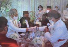 Menteri Pemberdayaan Apartur Negara dan Reformasi Birokrasi Indonesia Tjahyo Kumolo dan Kepala Kejaksaan Tinggi (Kajati)Provinsi Kepri Hari Sutiyono bertindak sebagai saksi akad nikah putri bungsu Kepri Dr HM Soerya Respationo SH MH, Sabtu (28/08/2021).