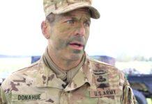 Mayor Jenderal Chris Donahue, komandan Divisi Lintas Udara ke-82 Angkatan Darat AS, Korps Lintas Udara XVIII, adalah tentara terakhir AS yang meninggalkan Afghanistan. (Foto: dod.defense.gov)
