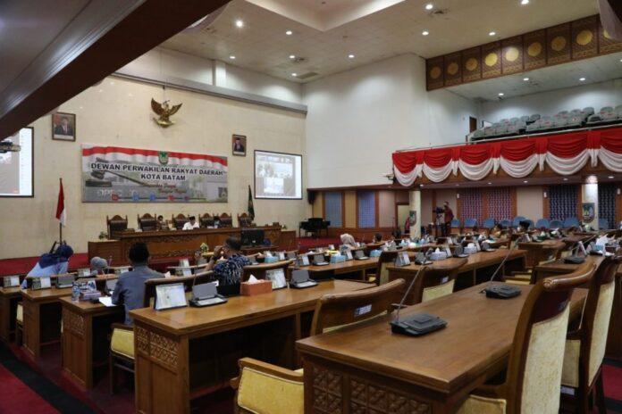 Rapat Paripurna DPRD Kota Batam, Kamis (29/7/21), di ruang Serbaguna, DPRD Kota Batam. Foto: HUMAS