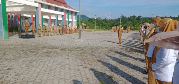 Pemerintah Kabupaten Kepulauan Anambas melaksanakan Apel Pagi di lingkungan Kantor Bupati Kepulauan Anambas pada Senin pagi, (2/08/21).