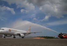 Pesawat maskapai Super Air Jet berjenis Airbus 320-200 melakukan penerbangan dan pendaratan perdana di Bandara Hang Nadim, Jumat (6/8/2021) Sore.