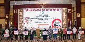 Gubernur Kepulauan Riau H. Ansar Ahmad secara resmi meluncurkan program Bantuan Sosial Untuk Keluarga Tak Mampu yang Terkonfirmasi Covid-19 di Aula Wan Seri Beni, Dompak, Tanjungpinang, Senin (9/8/21).
