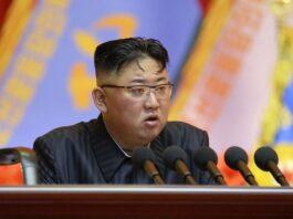 Pemimpin Korea Utara Kim Jong-un berpidato pada sebuah lokakarya di Pyongyang dalam gambar tak bertanggal yang dirilis oleh Kantor Berita Pusat Korea pada 30 Juli. (Foto: KCNA VIA KNS / AFP via SCMP)