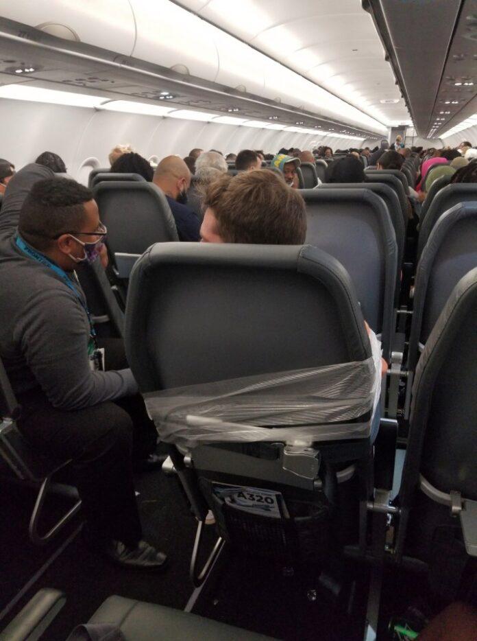 Rekaman ponsel menunjukkan Berry dilakban di kursi pesawat. (Foto Reuters via 247newsaroundtheworld)