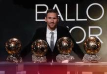 Lionel Messi bersama enam trofi Ballon d'Or yang diraihnya selama berseragam Barcelona. Namanya bahkan disebut-sebut sebagai kandidat untuk penghargaan yang sama di tahun 2021 ini. (Foto dari fcbarcelona.com)