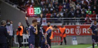 Lionel Messi melakukan debut bersama PSG setelah masuk menggantikan Neymar pada menit ke-66 ketika Kylian Mbappe sudah mencetak dua gol untuk kemenangan 2-0 atas tuan rumah Reims di Stade Auguste Delaune, Minggu (29/8/2021). (Foto dari Twitter)