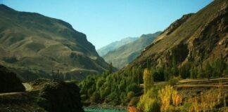 Pemandangan nan indah ini adalah Lembah Panjshir, daerah di Afghanistan yang belum jatuh ke tangan Taliban. Wakil Presiden Afghanistan Amrullah Saleh dikabarkan akan memimpin perlawanan dari daerah ini. (Foto dari Printerest.ie)