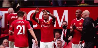 Rekrutan baru Jadon Sancho (tengah) saat akan menggantikan Daniel James pada menit ke-75 untuk menjalani debutnya di Liga Premier bersama Manchester United saat melawan Leeds United di Stadion Old Trafford, Sabtu (14/8/2021). (Foto: Premierleague.com)