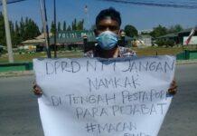 Dua mahasiswa Kupang NTT nekat jalan kaki demo Gubernur NTT