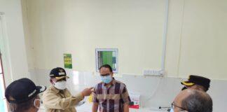 Bupati Karimun Aunur Rafiq didampingi Wabup Anwar Hasyim meninjau laboratorium PCR RSUD Karimun usai diresmikan. Foto Suryakepri.com/YAHYA