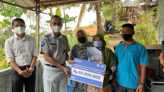 Jasa Raharja Cabang Kepulauan Riau Melakukan pembayaran santunan meninggal dunia kepada ahli waris yang sah di wilayah kerja Cabang Kepulauan Riau di wilayah Batu Besar Kota Batam