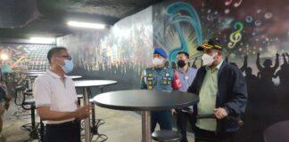 Bupati Karimun Aunur Rafiq saat memimpin operasi rapid test antigen massal di tempat hiburan malam belum lama ini. Foto Suryakepri.com/YAHYA