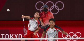 Foto Pasangan Ganda Putri Greysia Polii/Apriyani Rahayu meraih emas Olimpiade 2020. (REUTERS/HAMAD I MOHAMMED)
