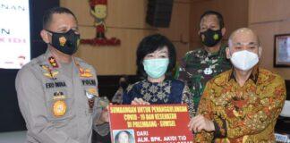 Kapolda Sumsel Irjen Eko Indra Heri saat menerima hibah Rp 2 triliun secara simbolis. (Foto: Istimewa)