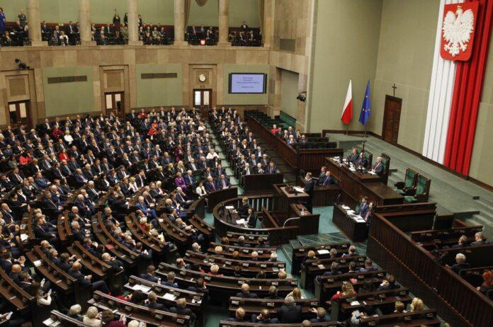 FOTO FILE: Majelis Rendah parlemen Polandia, atau Sejm, terdiri atas anggota parlemen baru, dan diplomat asing sebagai tamu, saat peresmian gala masa jabatan empat tahun baru parlemen nasional di Warsawa, Polandia, Selasa, 12 November 2019. (Foto AP/Czarek Sokolowski via ToI)