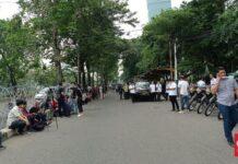 Foto Situasi di depan Pengadilan Tinggi Jakarta. (CNN Indonesia/Michael Josua Stefanus)