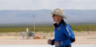 Pendiri Amazon dan Blue Origin Jeff Bezos pada hari penerbangannya ke luar angkasa, bulan lalu. (FOTO: ASSOCIATED PRESS via Bloomberg)