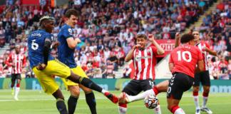 Paul Pogba melepaskan tembakan keras yang membentur kaki pemain Southampton Che Adams sehingga bola melesat tipis dari sisi luar tiang gawang, saat bentrokan yang berakhir imbang 1-1 pada pekan kedua Liga Inggris 2021/22 di Stadion St Mary's, Minggu (22/8/2021).