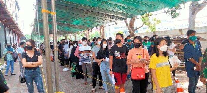 Vaksinasi untuk pelajar di Puas Hati Batam Center yang digelar Apindo Kepri