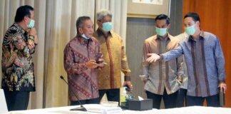 Nirwan Dermawan Bakrie (dua dari kiri) merupakan satu dari 13 obligor BLBI yang dipanggil satgas untuk menghadap pada Jumat (17/9).