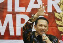 "Ketua MPR Bambang Soesatyo akan menyelenggarakan diskusi publik terkait PPHN untuk membantah wacana perpanjangan masa jabatan presiden. (CNN Indonesia/Andry Novelino) Baca artikel CNN Indonesia ""Bamsoet Akan Diskusikan PPHN, Tepis Wacana Presiden 3 Periode"" selengkapnya di sini: https://www.cnnindonesia.com/nasional/20210904152003-32-689766/bamsoet-akan-diskusikan-pphn-tepis-wacana-presiden-3-periode. Download Apps CNN Indonesia sekarang https://app.cnnindonesia.com/"
