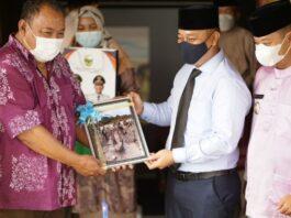 Balai Arkeologi Sumatera Utara menawarkan kerjasama atau Memorandum of Understanding (MoU) dengan Kabupaten Lingga perihal Penelitian objek kesejarahan, Senin (06/09/2021).