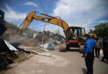 penertiban belasan rumah liar yang berada di ROW 30 M Jalan Kawasan Industri Tanjung Uncang, pada Selasa (7/9/21).